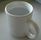 Mug berisi air putih